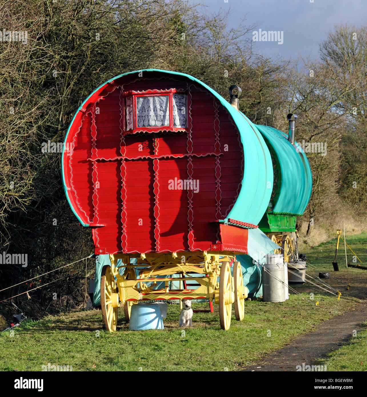 Romani (Gypsy) camp at the roadside on the B3407, Hampshire, England, UK. - Stock Image