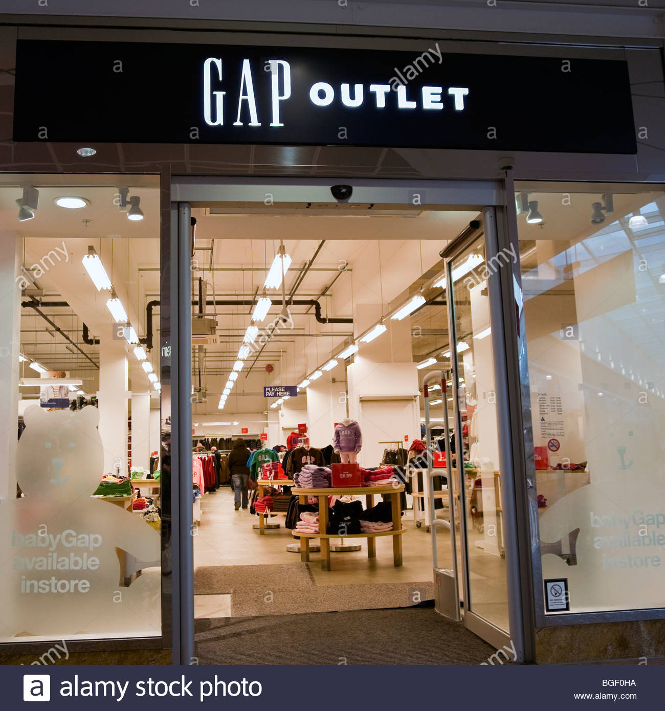 Designer Outlet Gloucester Quays: Gap Outlet Stock Photos & Gap Outlet Stock Images