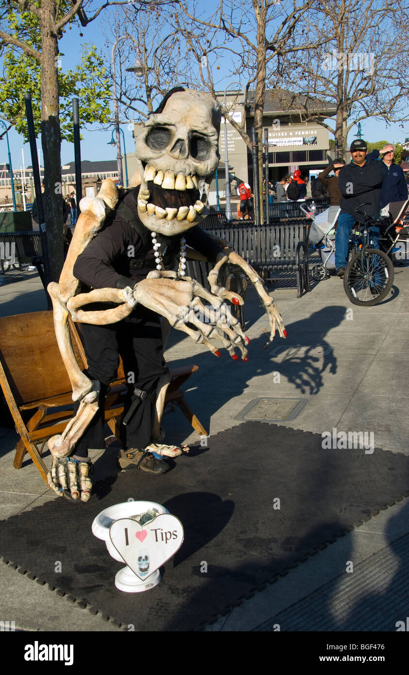 Street performer (poses for pictures) on Fisherman's Wharf, San Francisco, California - Stock Image