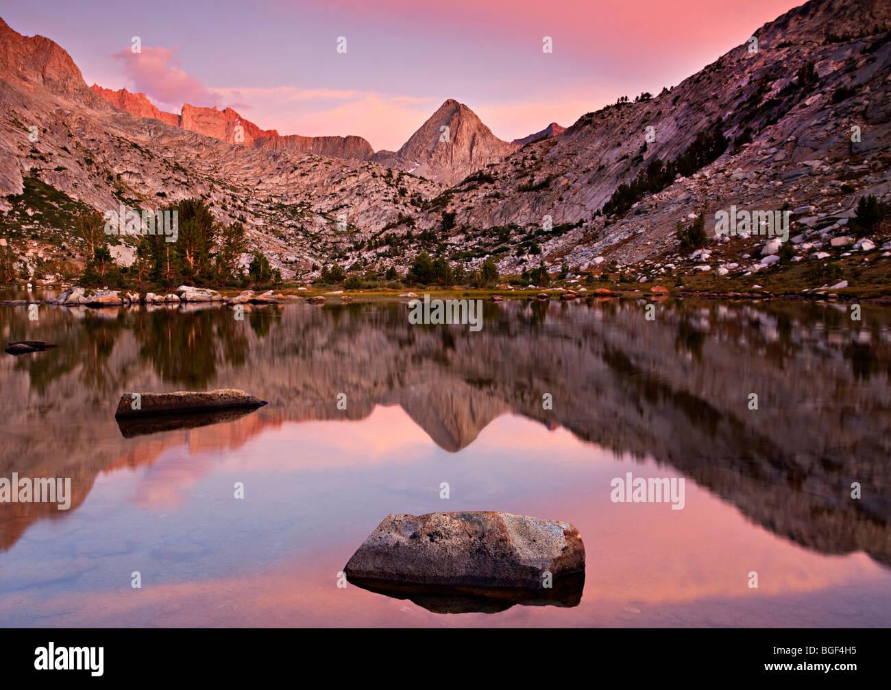 Sunset over Evolution Lake, John Muir Wilderness, Kings Canyon National Park, Sierra Nevada, California - Stock Image