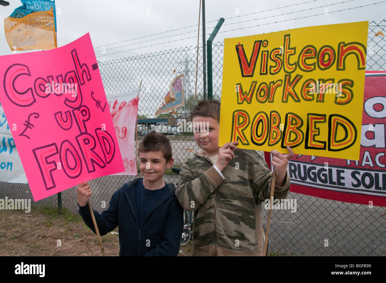 Two young boys with placards demonstrate outside Visteon (Ford) plant at Enfiedl as occupation is ended by court Stock Photo