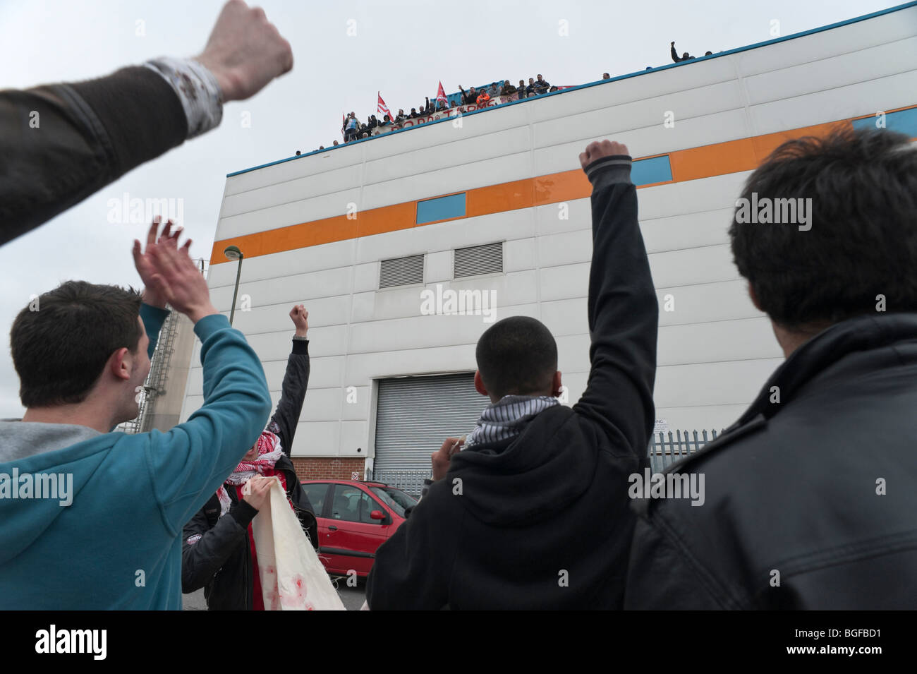 Demonstrators raise clenched fists to show solidarity with sacked workers as court order ends occupation of Visteon Stock Photo