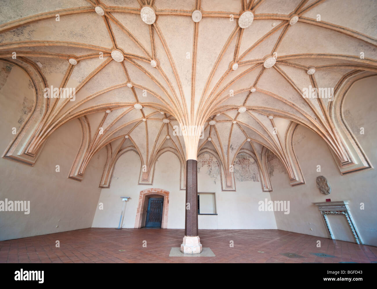 Room with cross vault ceiling in Teutonic Knights castle Malbork, Nogat River, Pomerania, Poland | Marienburg, Ordensburg, - Stock Image