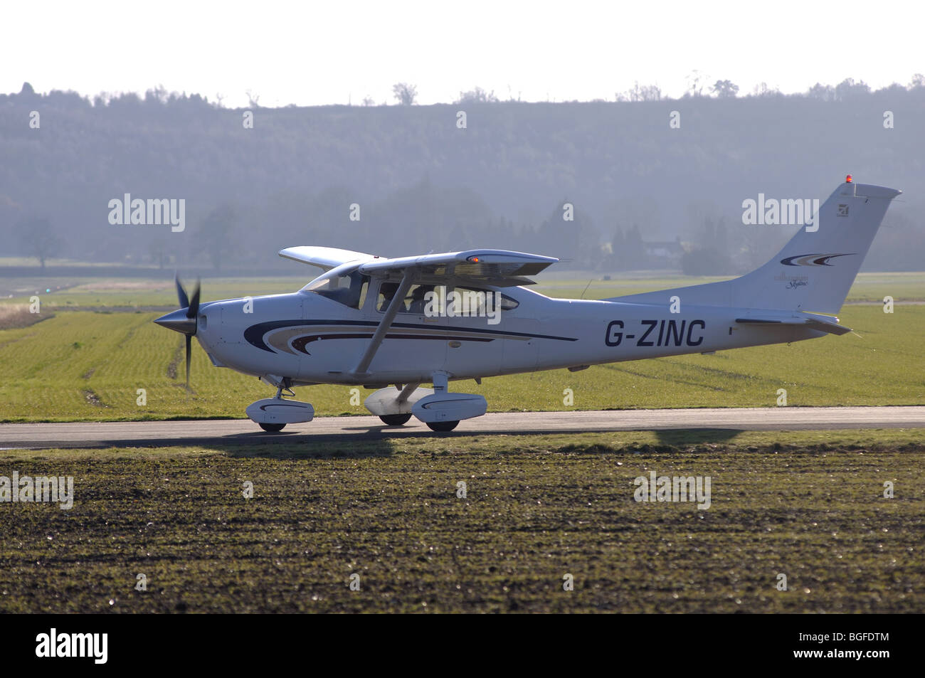 Cessna 182 Skylane aircraft G-ZINC taxiing at Wellesbourne Airfield, Warwickshire, UK - Stock Image