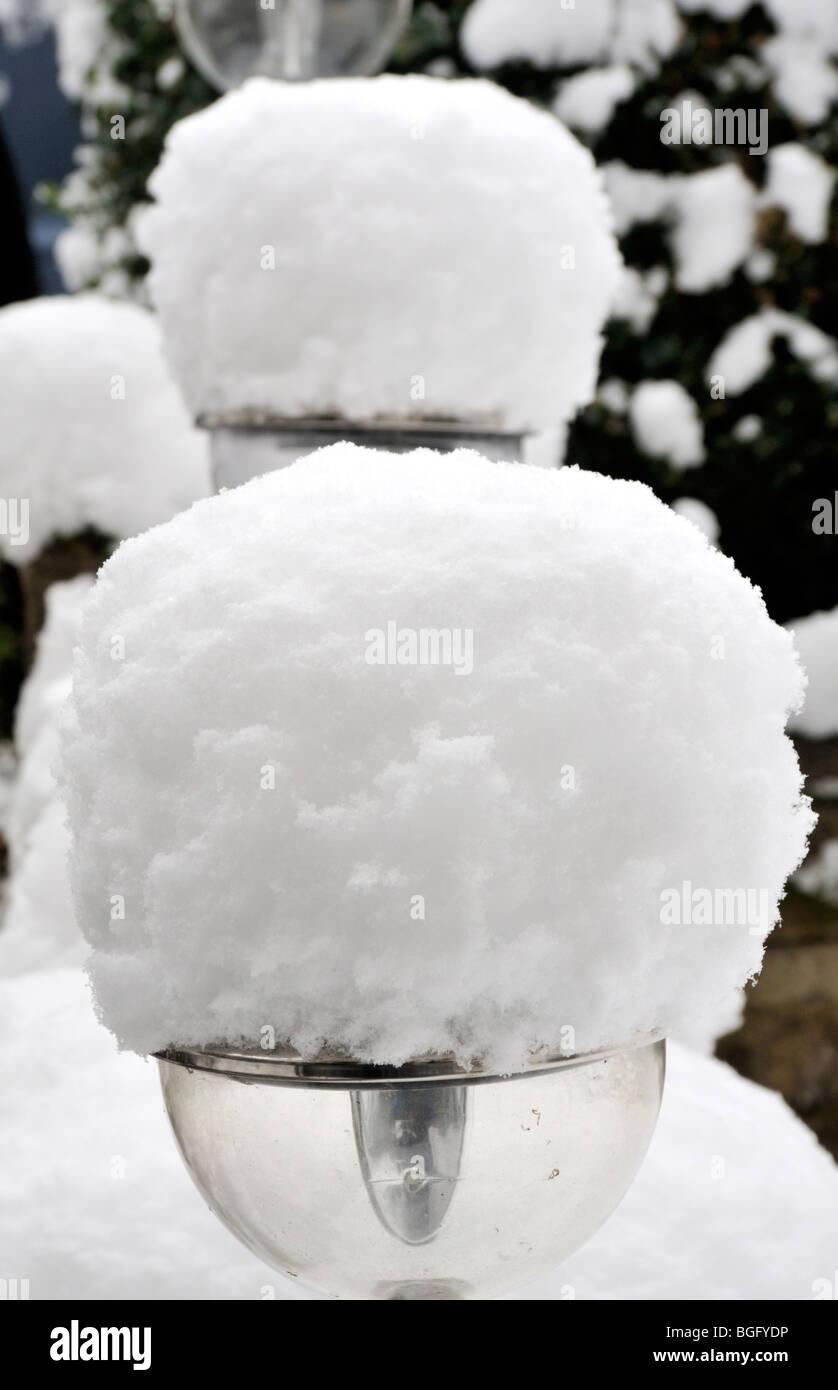 Snow ladened garden lights, England, UK. January 2010. - Stock Image