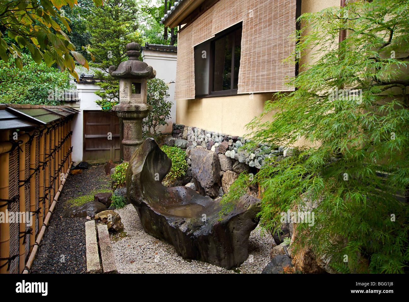 Gion Hatanaka. Japanese ryokan.  Garden. A traditional style guest house. Kyoto, Japan - Stock Image