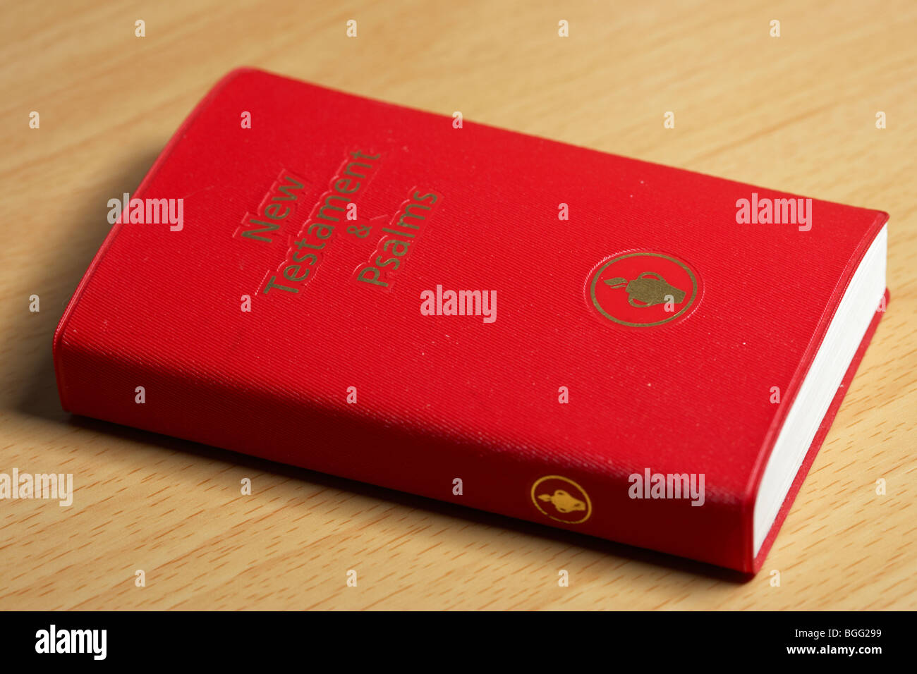 new testament and psalms small bible left by the gideons in the uk - Stock Image