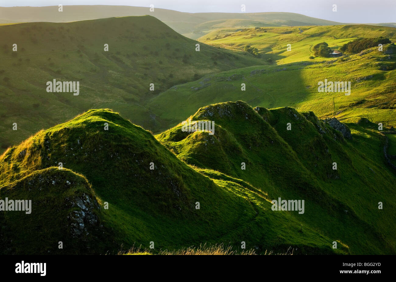 Evening light on the jagged ridge of Chrome Hill or the Dragon's Back in the Peak District - Stock Image