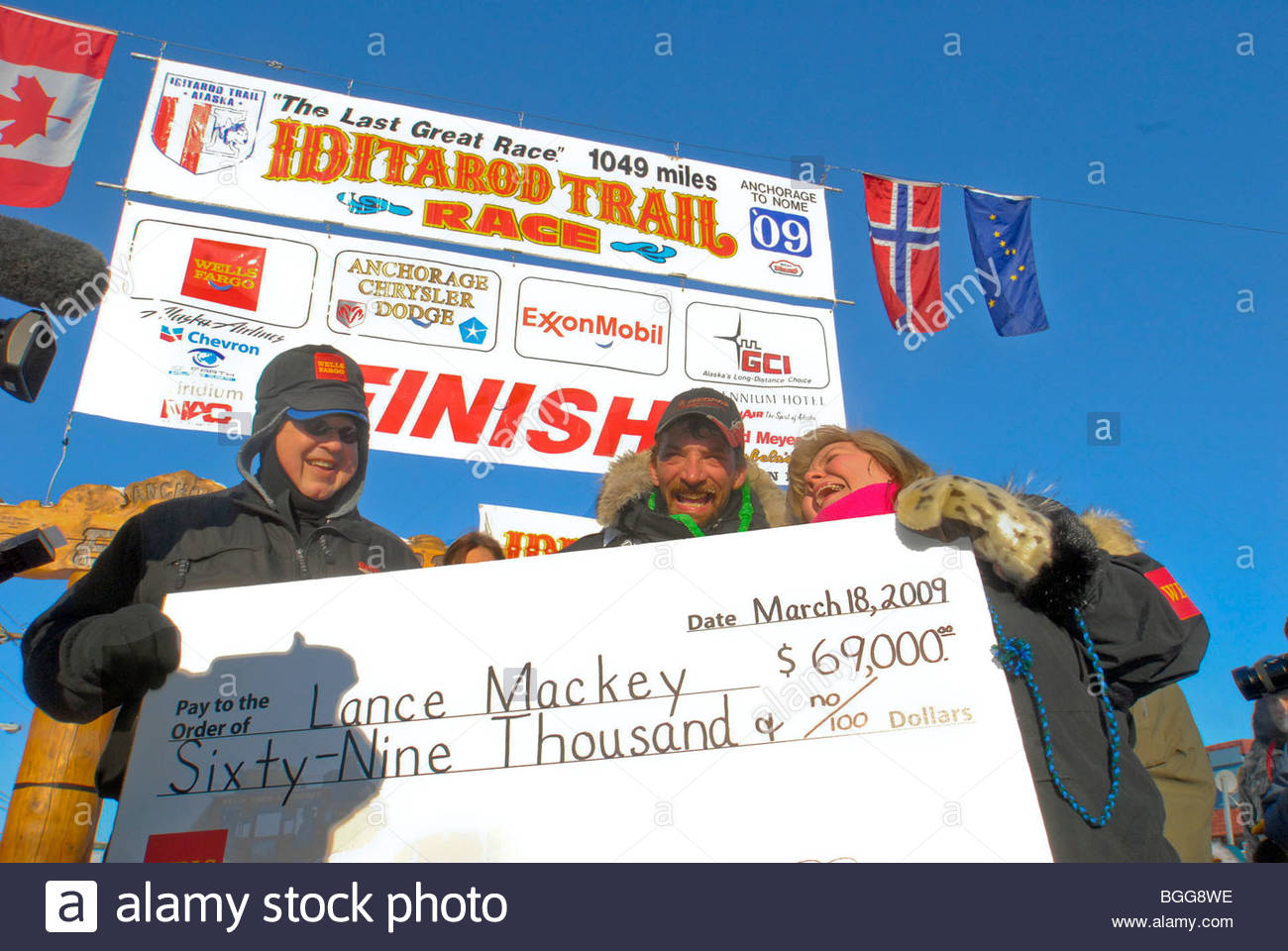 Lance Mackey with winning check for $69,000 1st place in 37th Iditarod race, Nome, Alaska, March 18, 2009 - Stock Image