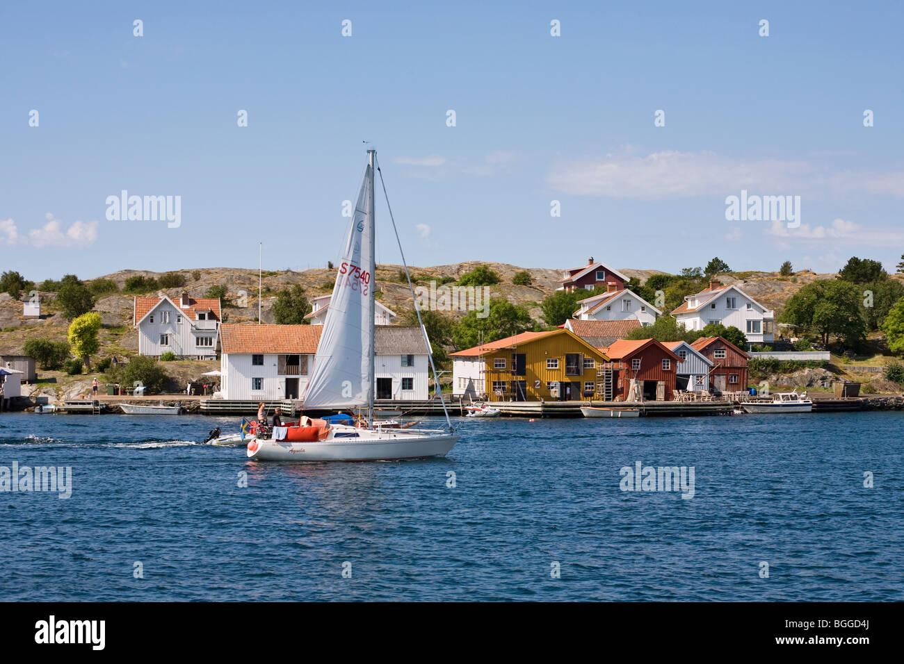 Sailboat in the swedish West coast archipelago outside Mollösund - Stock Image