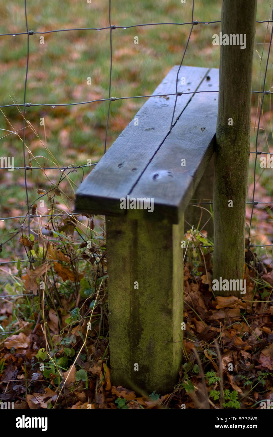 Pig Wire Fencing | Stile Over Pig Wire Fence Stock Photo 27409348 Alamy