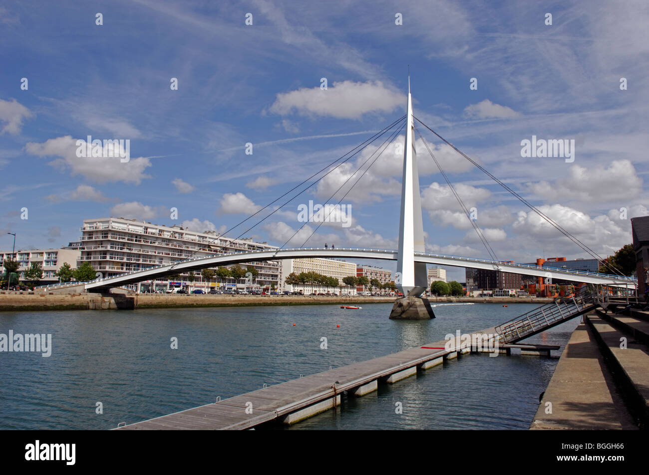 Footbridge spanning the Bassin du Commerce, Le Havre in the Seine Maritime (76) departement of France - Stock Image
