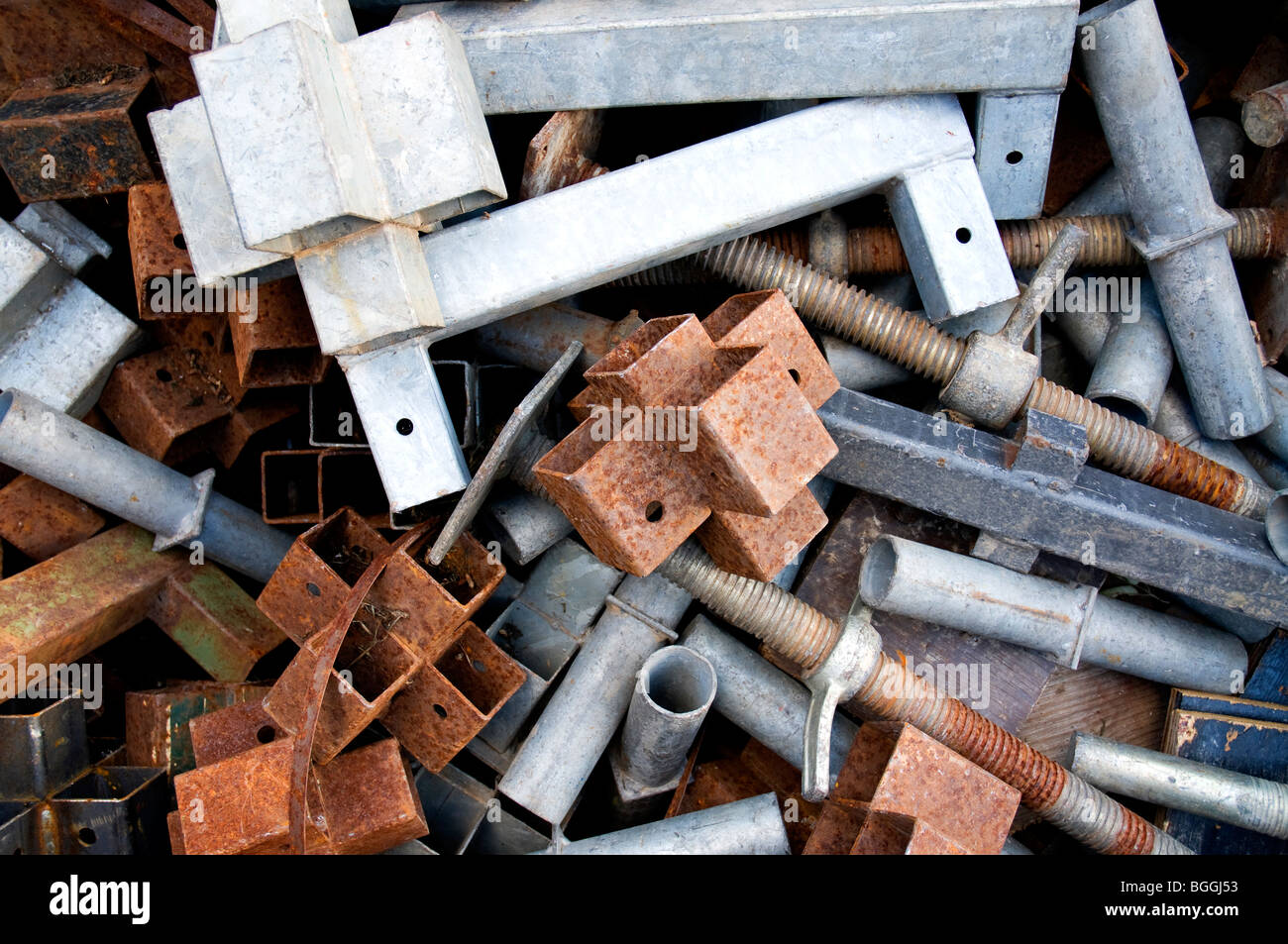Geometric shapes of scaffolding poles on a construction site - Stock Image