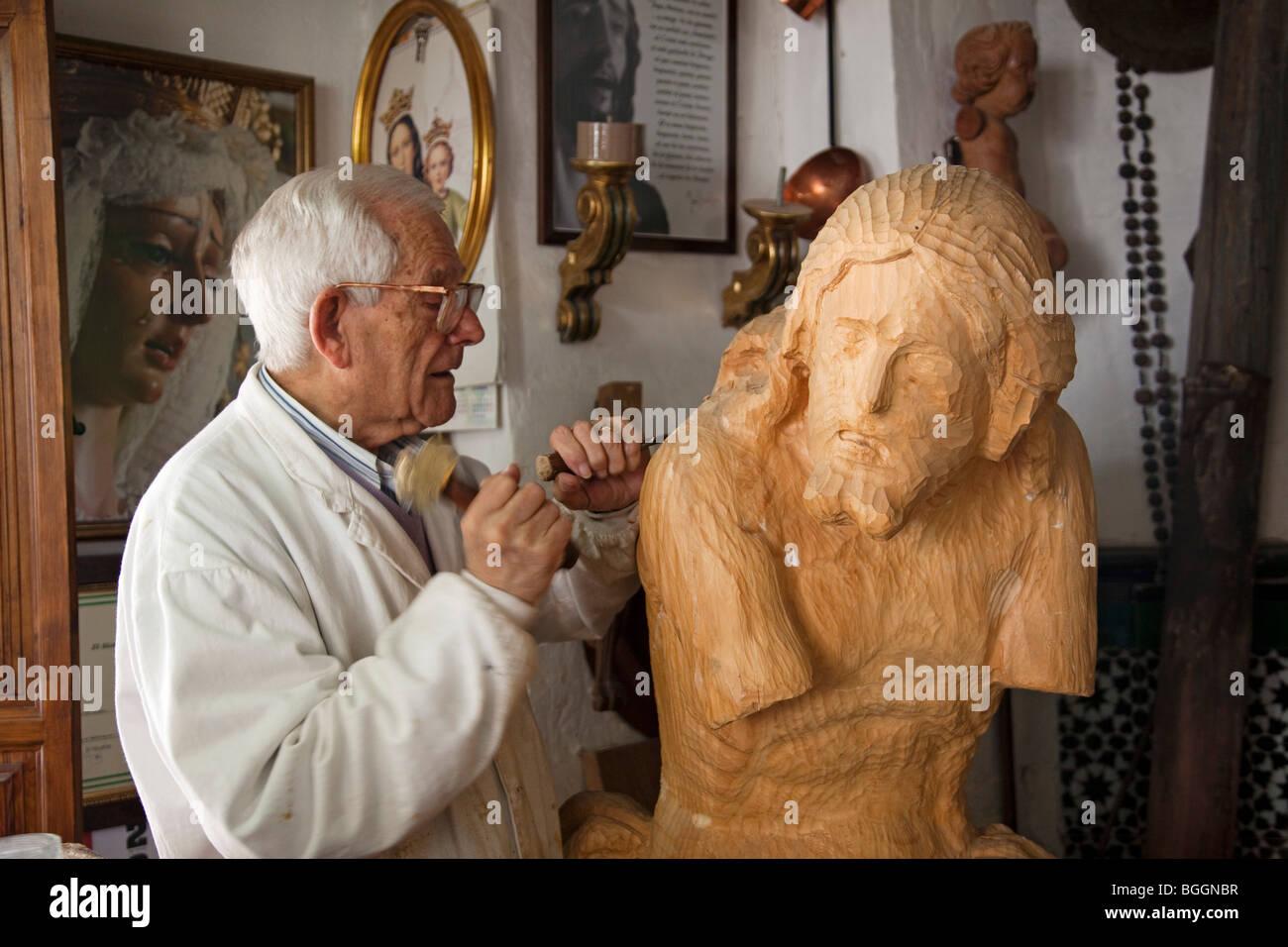 Imaginero en su taller de Priego, Córdoba, Andalucía, España Imaging in his workshop in Priego, Córdoba, - Stock Image