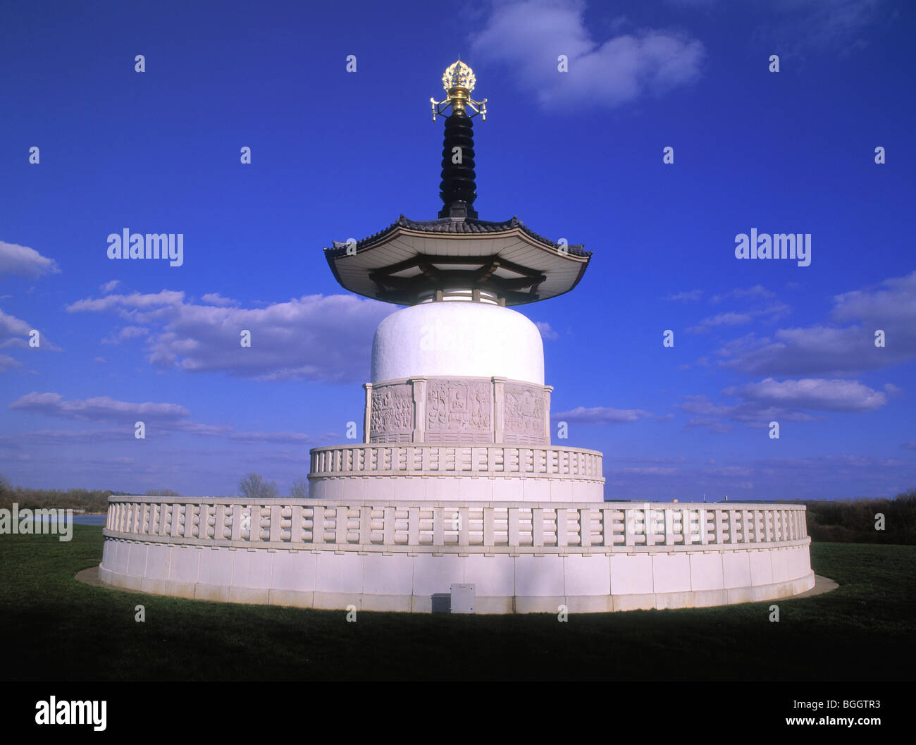 Buddhist Peace Pagoda in Willen Park, Milton Keynes - Stock Image