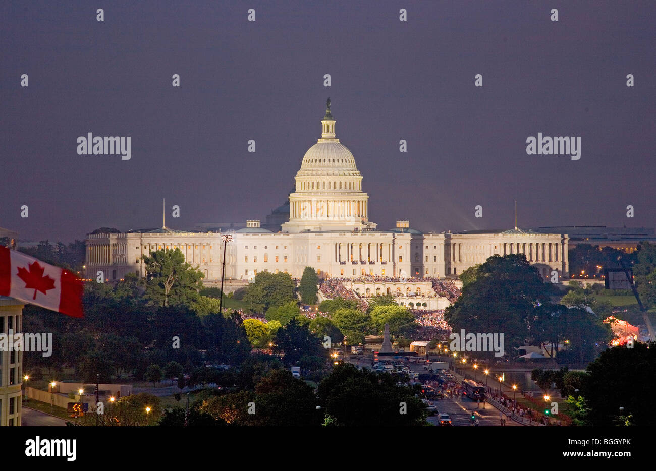 US Capitol at night on July 4, 2008 with tens of thousands in audience to see fireworks display, Washington, D.C. - Stock Image