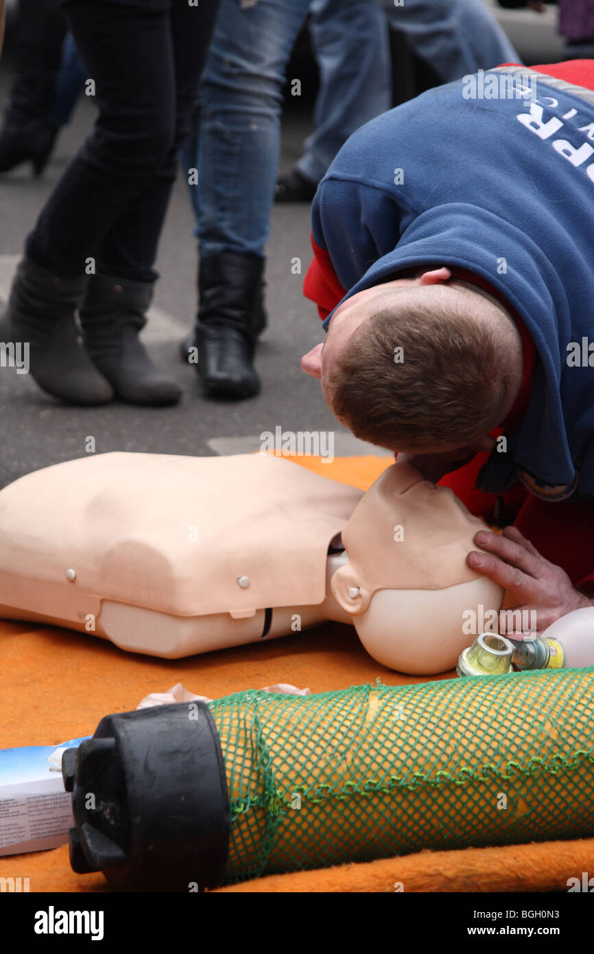 Rescuer in a training session exercise - Breathing Collapse - Stock Image