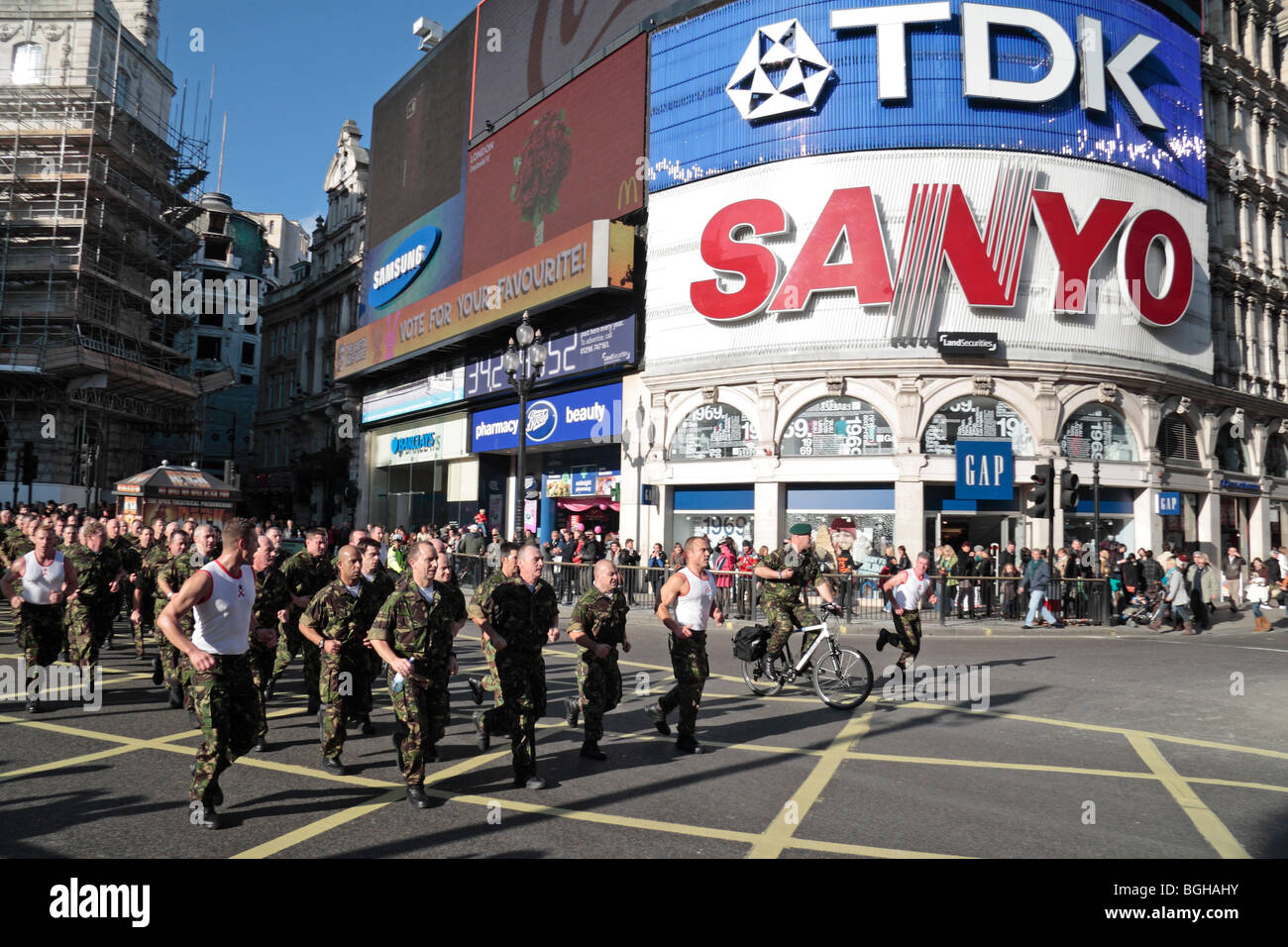 British Army soldiers jog through Piccadilly Circus, Central London, UK on a sponsored run fro charity. Nov 2009 - Stock Image