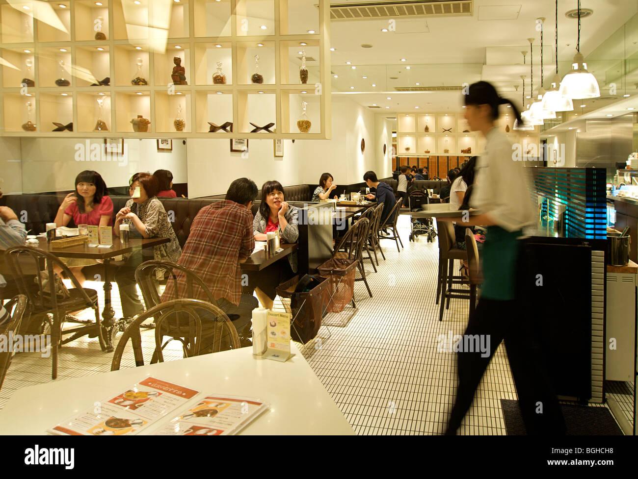 Busy restaurant in Mori Tower, Roppongi Hills, Tokyo, Japan - Stock Image