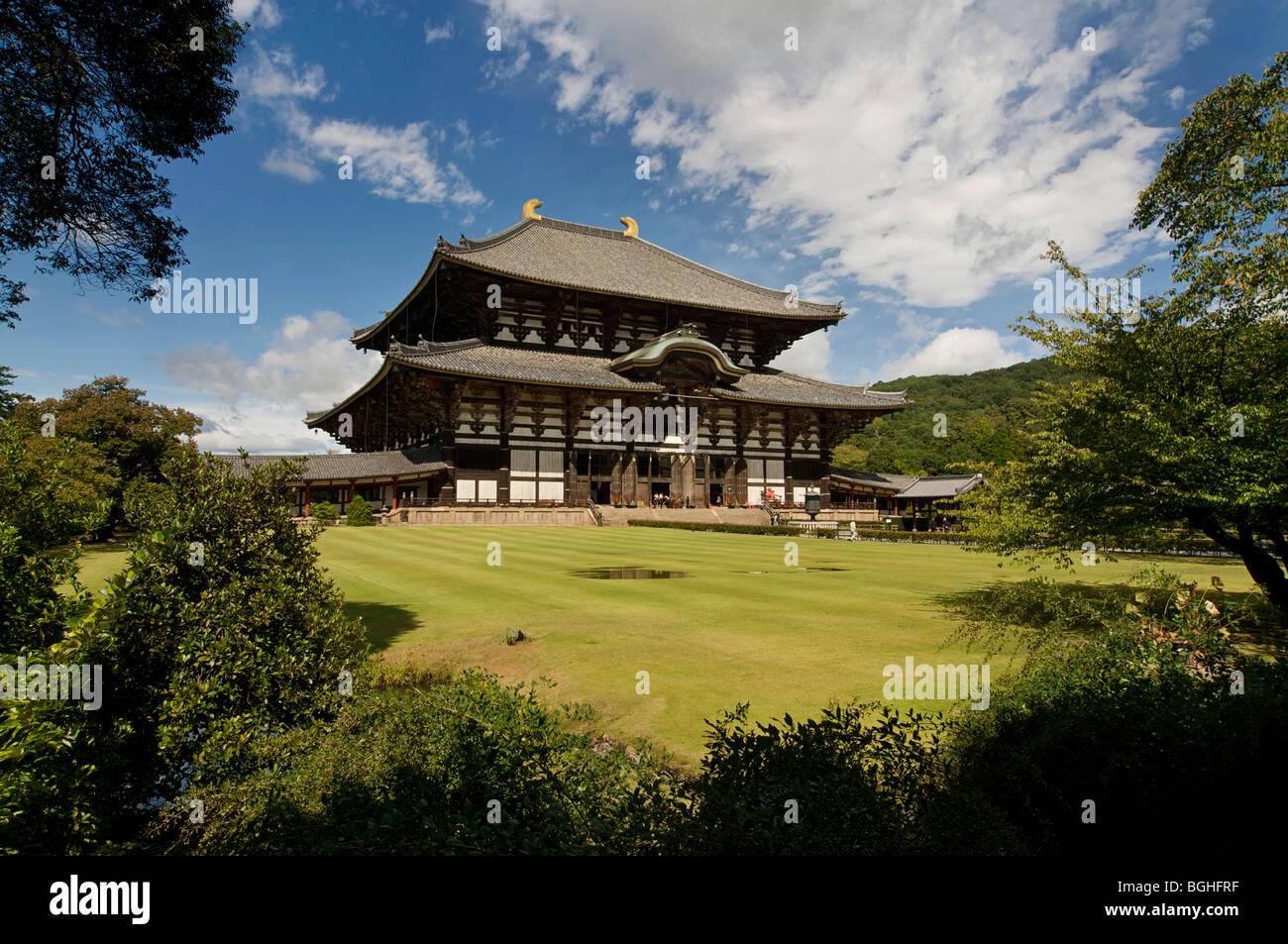 Todaiji temple and gardens, Nara, Japan - Stock Image