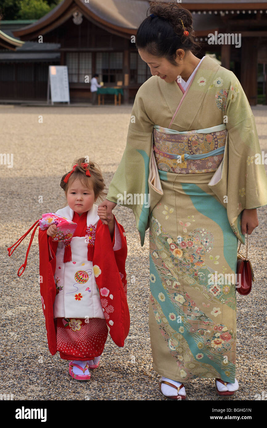 Japanese mother and daughter. Kashihara shrine, Nara prefecture, Japan. Girls ceremony - Stock Image