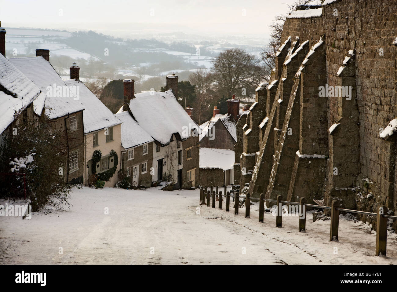 Winter on Gold Hill at Shaftesbury in Dorset, England - Stock Image