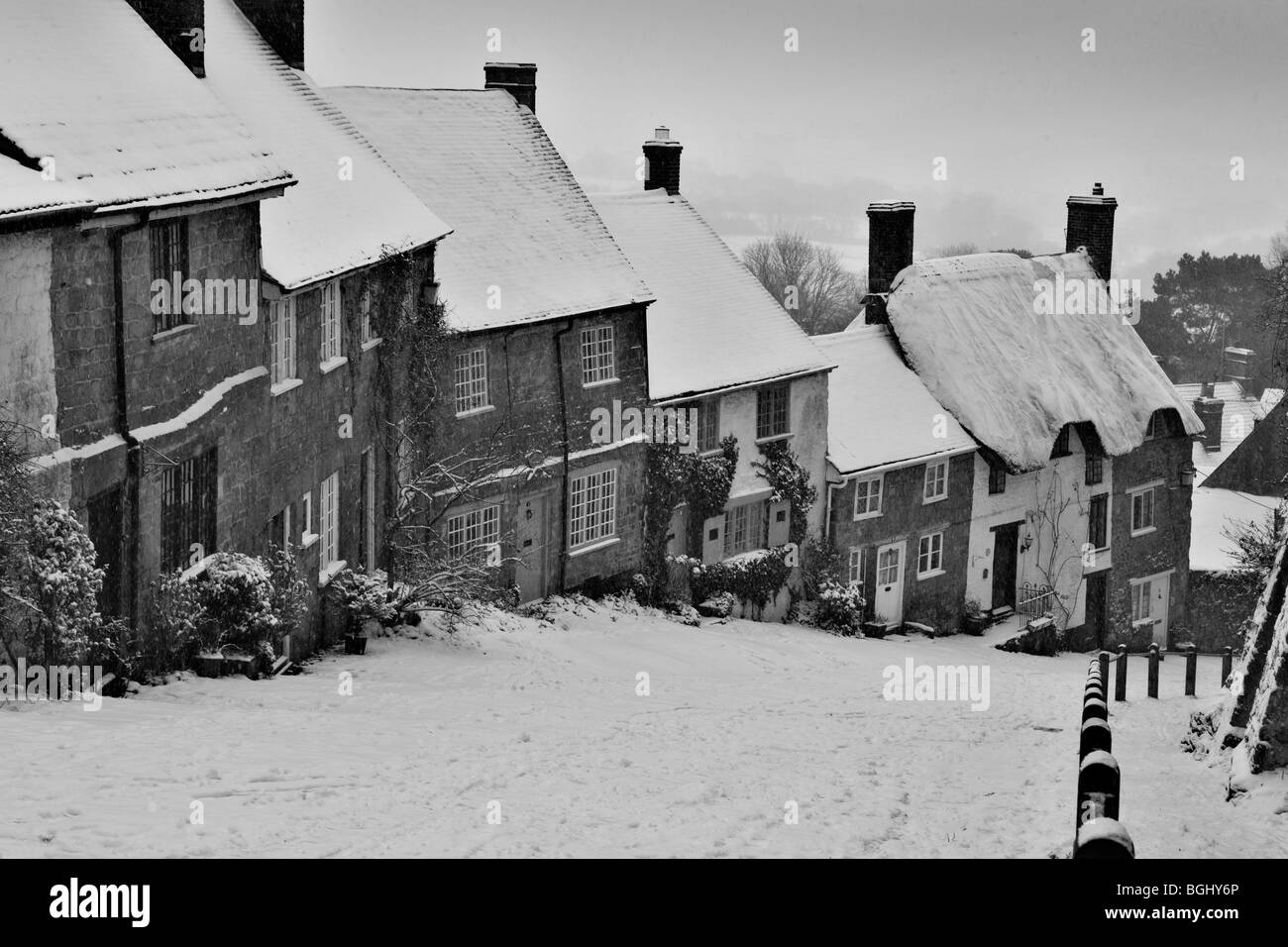 Winter on Gold Hill at Shaftesbury in Dorset depicting the famous row of traditional cottages situated on the cobbled - Stock Image