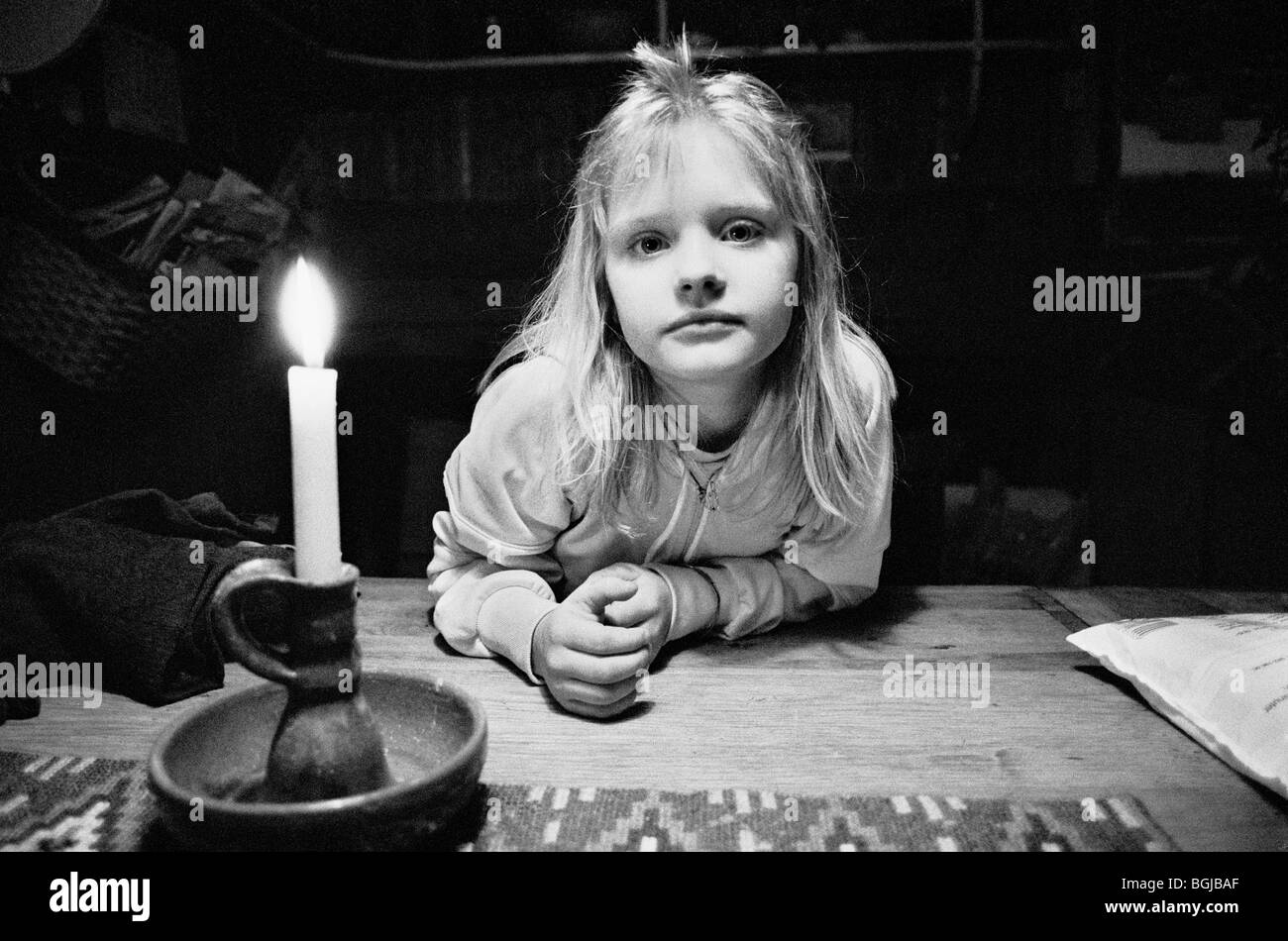 Young girl at alternative lifestyle commune in Skogsnäs, Northern Sweden. - Stock Image