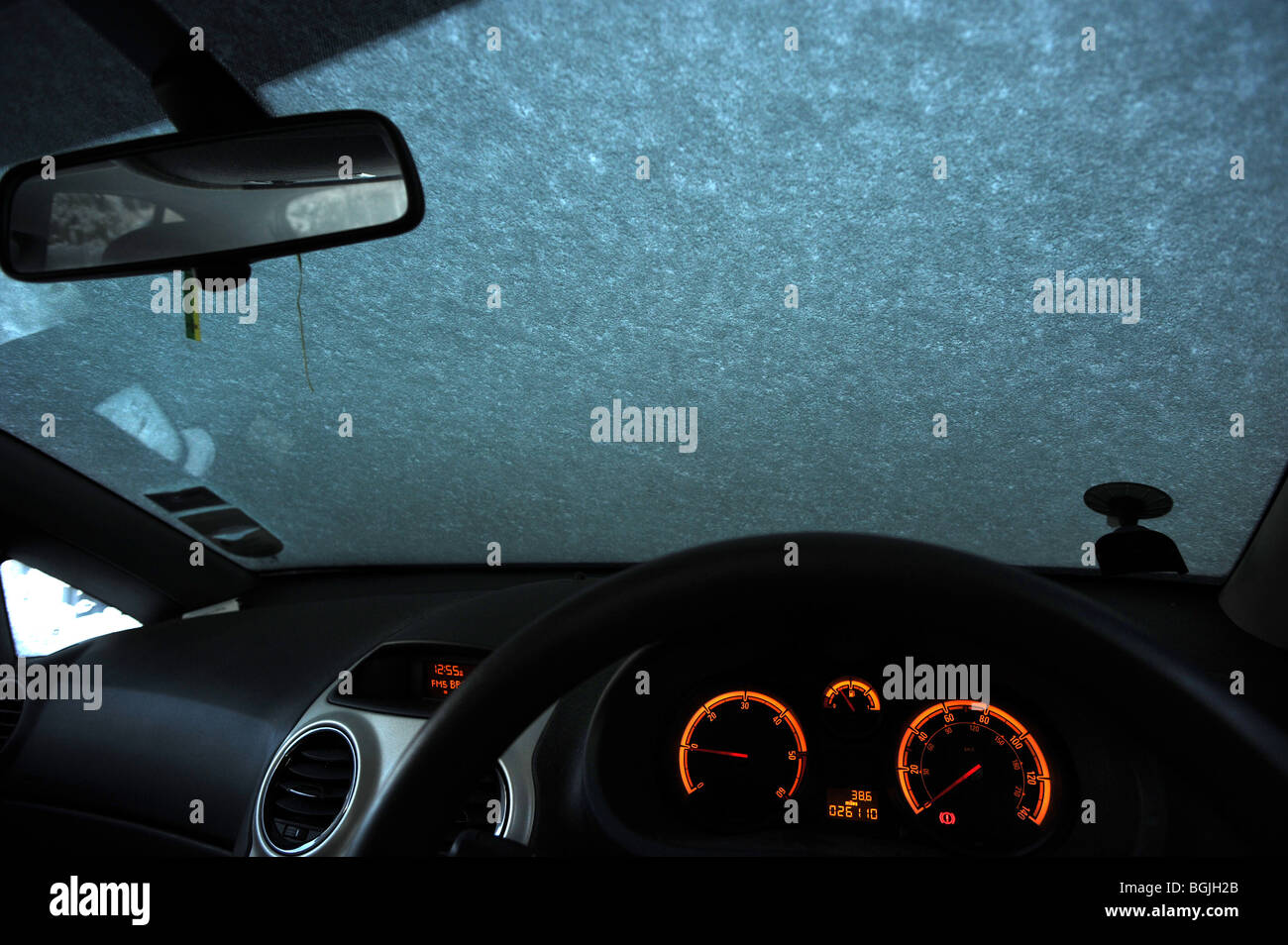 Snow covers the windscreen of a car - Stock Image