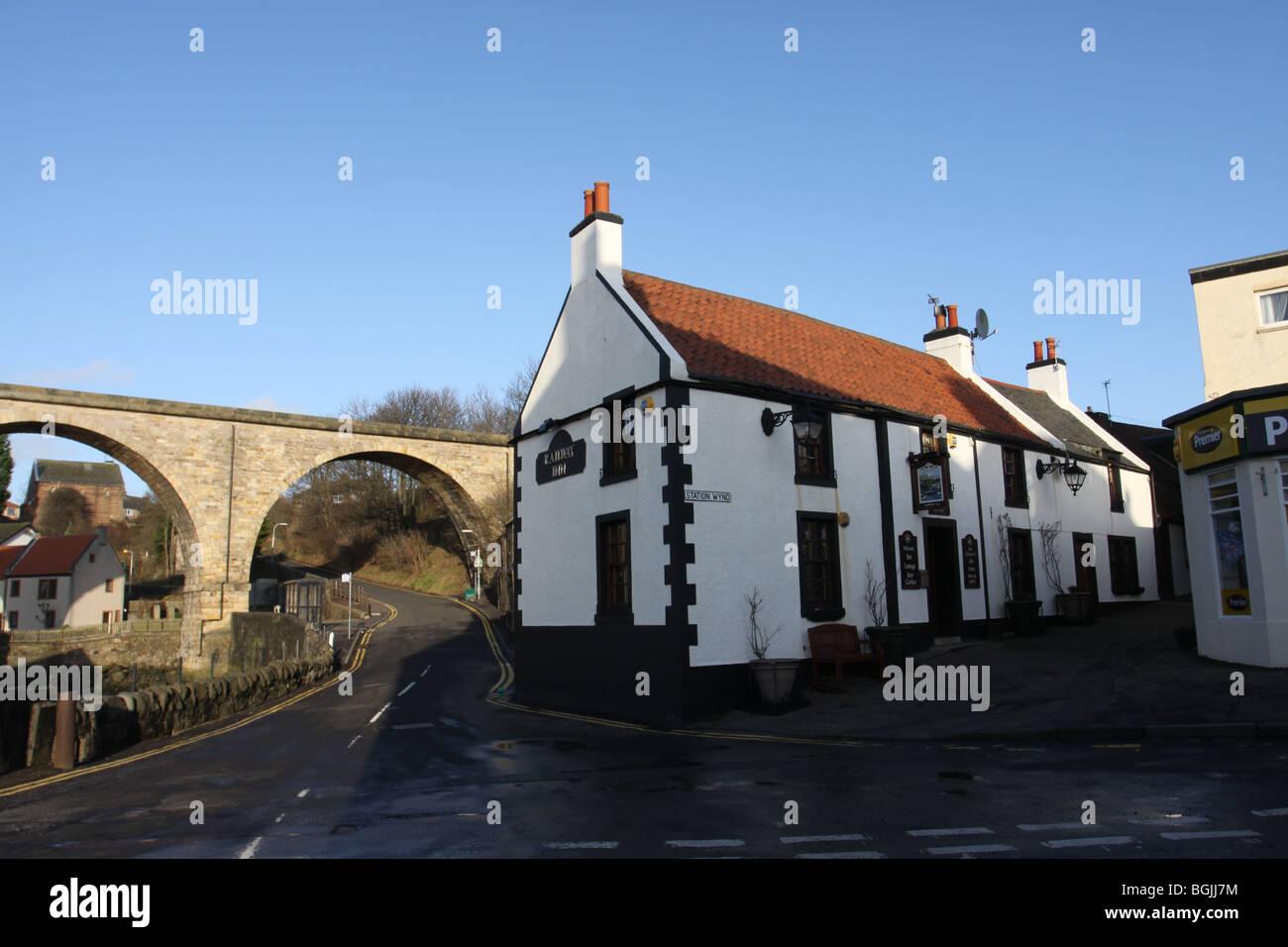 Viaduct and Railway Inn Lower Largo Fife Scotland   December 2009 - Stock Image