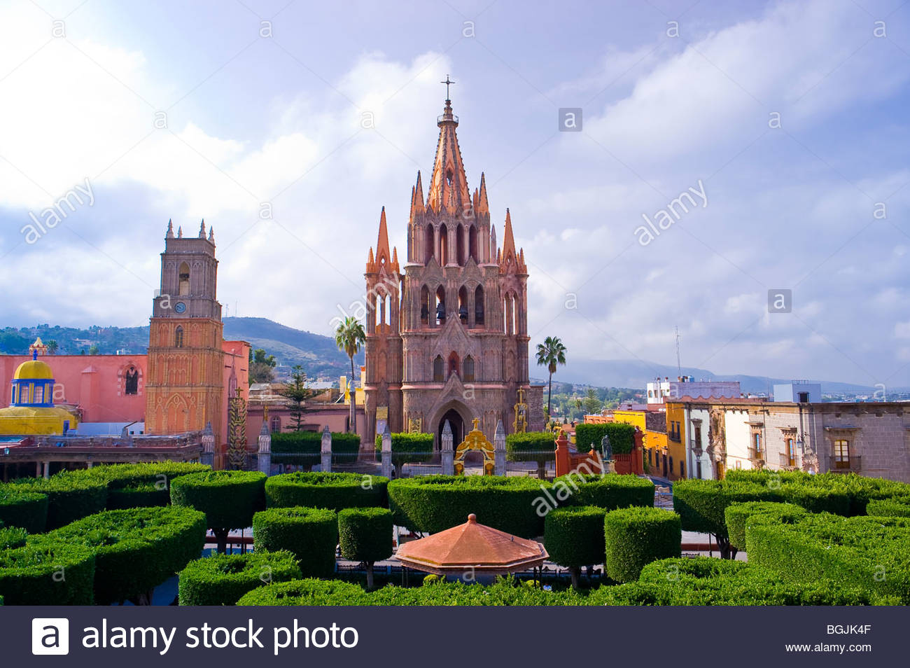 Main square (Plaza Principal) with the Church of St. Michael the Archangel in background, San Miguel de Allende, - Stock Image