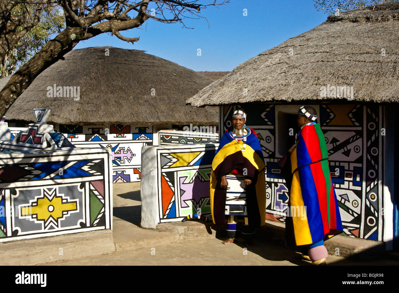 ndebele women and traditional houses botshabelo south africa stock photo 27458292 alamy. Black Bedroom Furniture Sets. Home Design Ideas