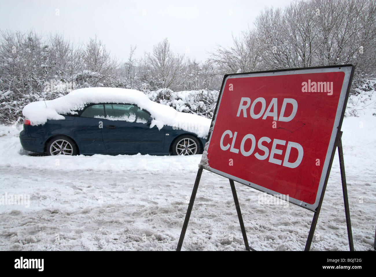 Abandoded vehicles and road closed signs. Major snow fall A3 area of hampshire january 2010 - Stock Image