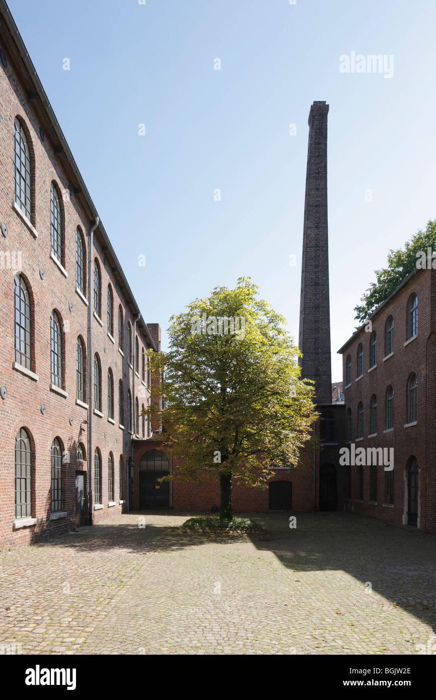 Aachen, Augustastrasse 78/80, Ehemalige Tuchfabrik Neuwerk, Innenhof mit Schornstein - Stock Image