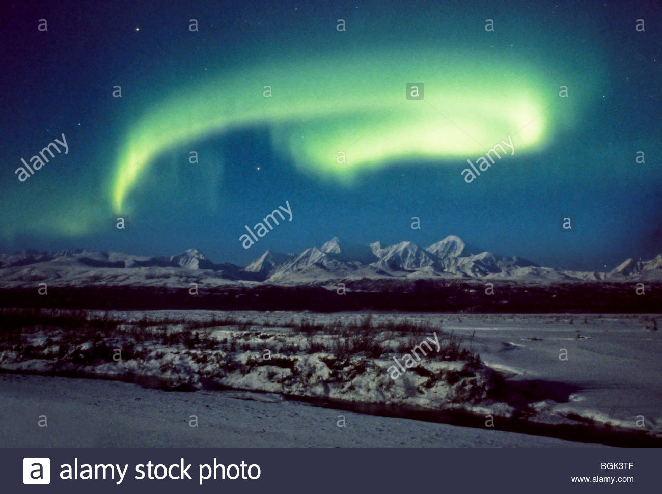 Alaska, Big Delta. The comet Hale-Bopp shines brightly through northern lights over the Delta River. - Stock Image