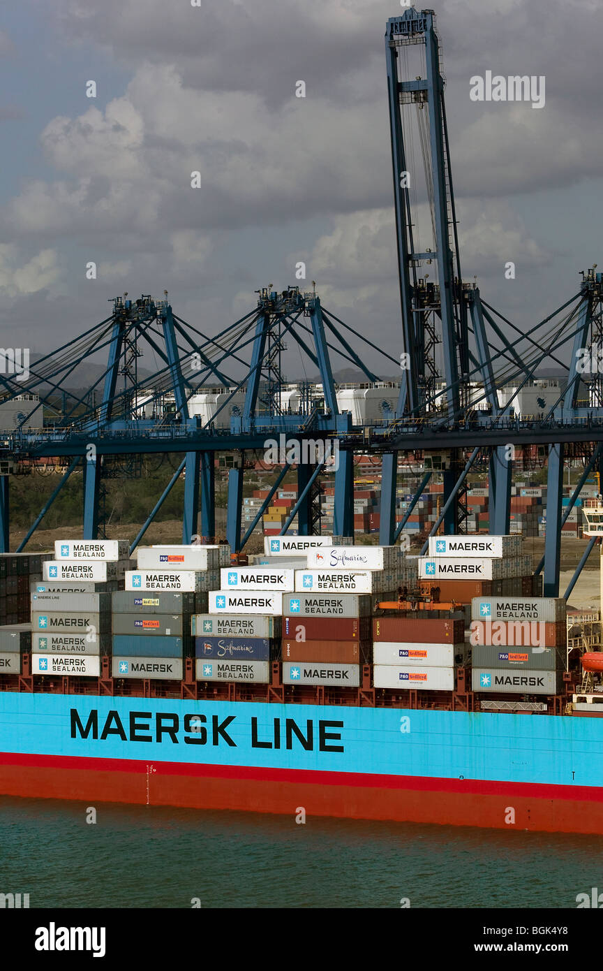 aerial view above cranes unloading Maersk Post-Panamax container ship Port of Balboa Puerto de Balboa - Stock Image