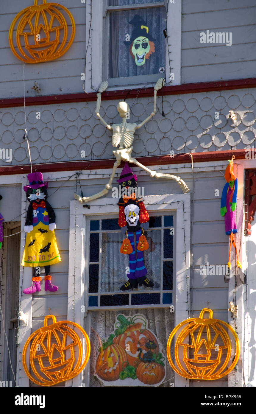 A scary house decorated for Halloween in California - Stock Image