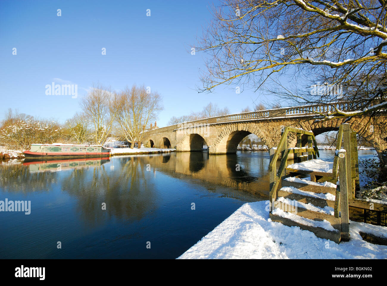 OXFORDSHIRE, UK. A winter view of the River Thames and Thames towpath. January 2010. Stock Photo