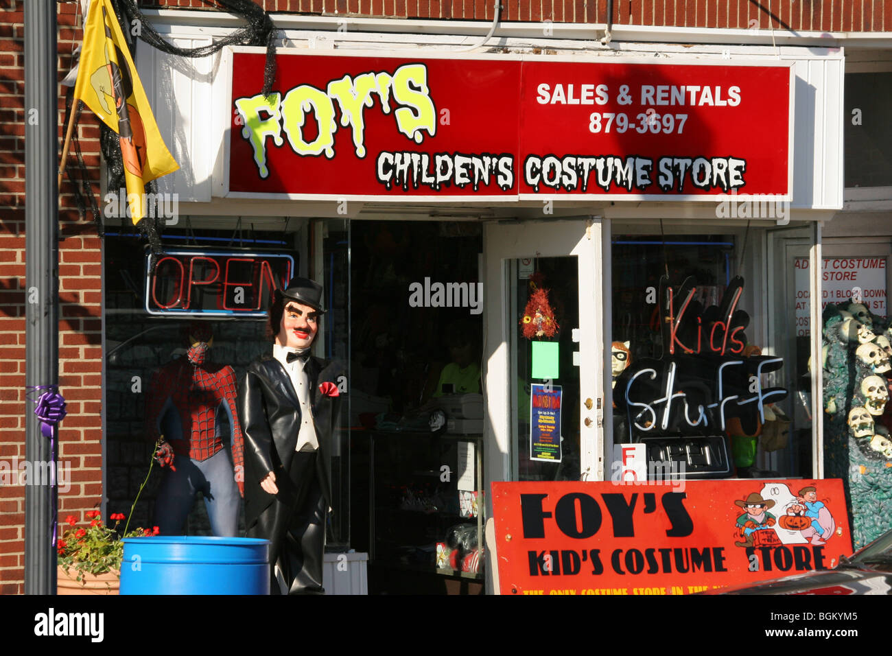 foys halloween store in ohio stock photos & foys halloween store in