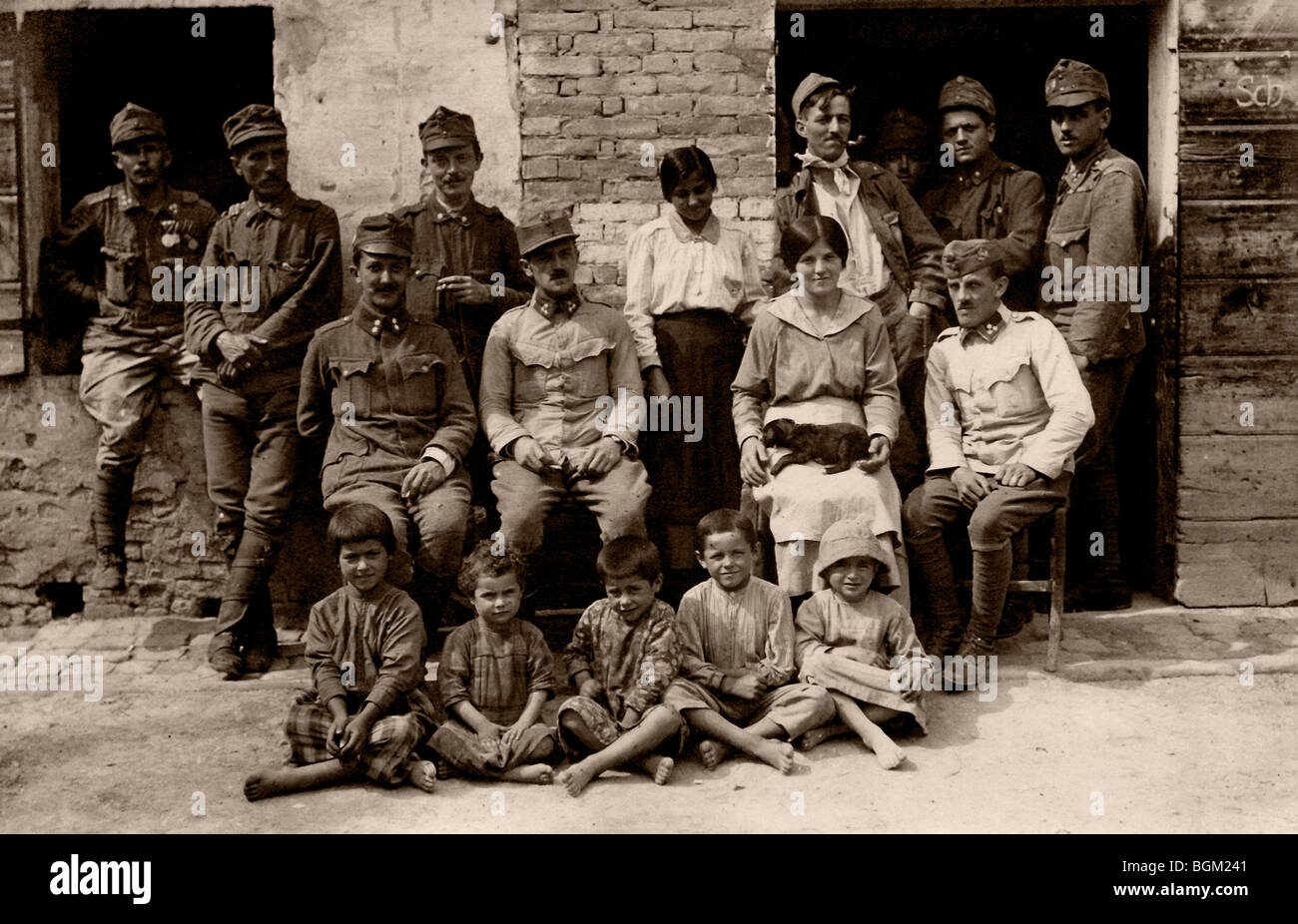 Soldiers with civilians, historic photograph, around 1945 - Stock Image
