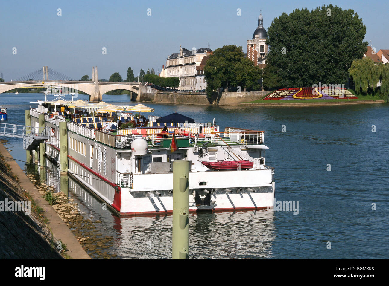 saone river village stock photos saone river village stock images alamy. Black Bedroom Furniture Sets. Home Design Ideas