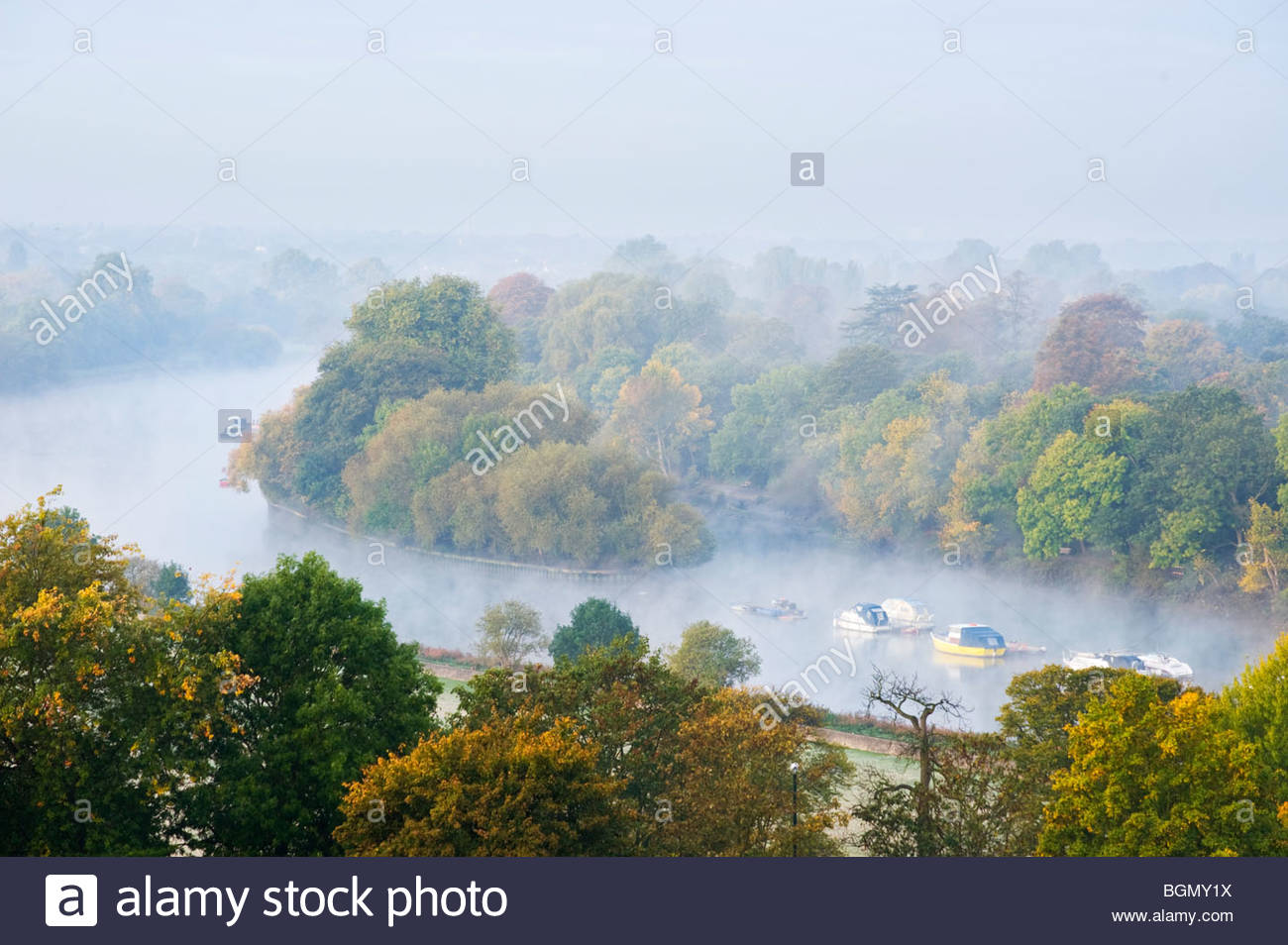 Early morning mist on the river Thames from Richmond Hill, Surrey. - Stock Image
