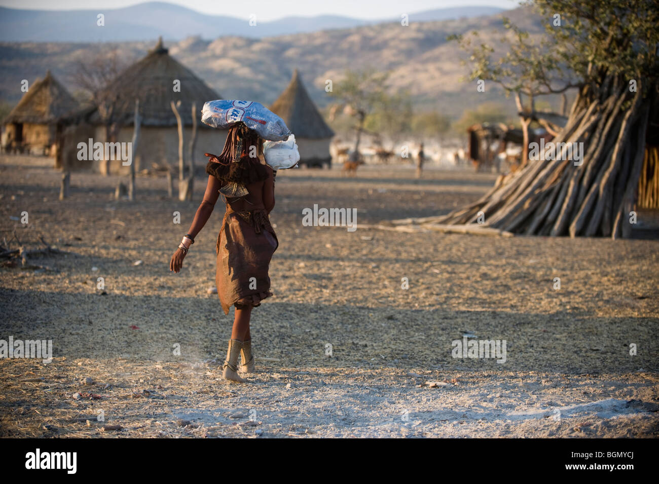 Traditional Himba woman 1n Northern Namibia - Stock Image