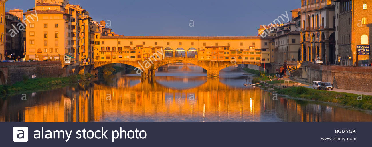 Panoramic view of the Ponte Vecchio at sunrise, Florence, Tuscany, Italy. - Stock Image