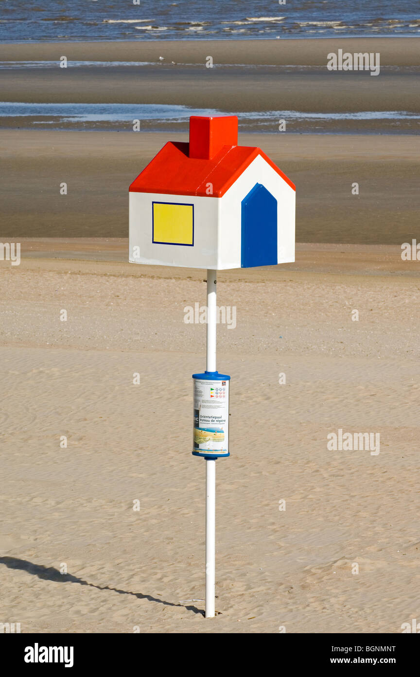 Point of reference / orientation pole with house for lost children on beach, Belgium - Stock Image