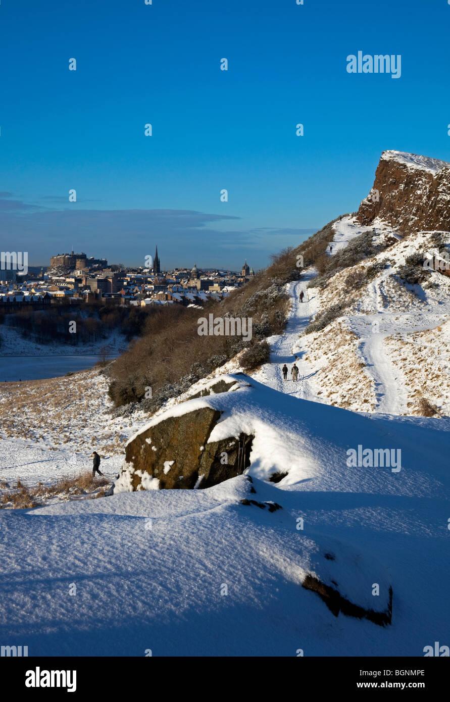 Winter snow scene Holyrood Park, Salisbury Crags, Edinburgh, Scotland, UK Europe - Stock Image