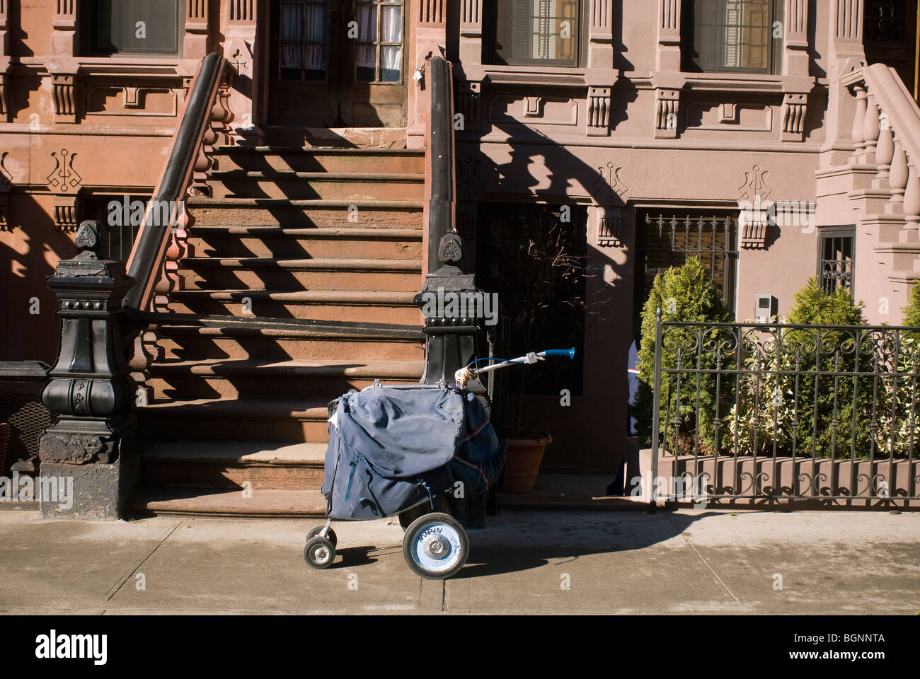 Mail Carrier Stock Photos & Mail Carrier Stock Images - Alamy