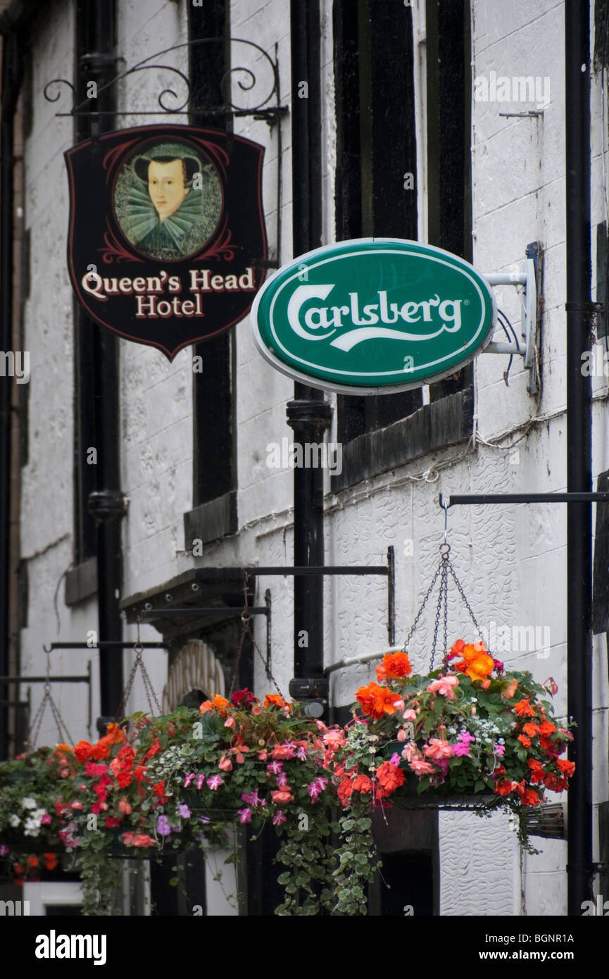 Old and new signs - in style - on a Scottish pub, the Queen's Head in Kelso - Stock Image