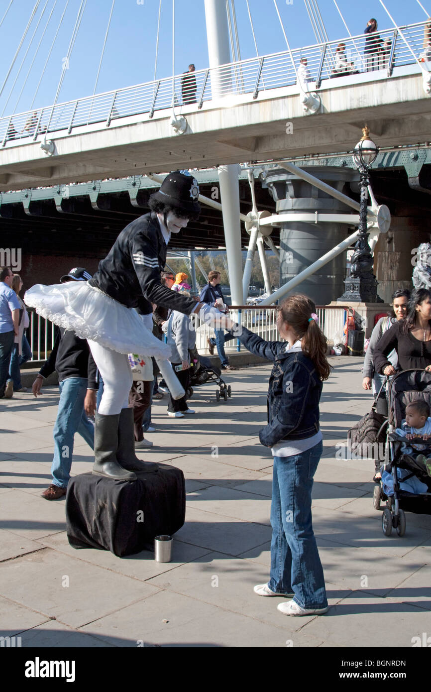 Mime Artist South Bank London UK - Stock Image