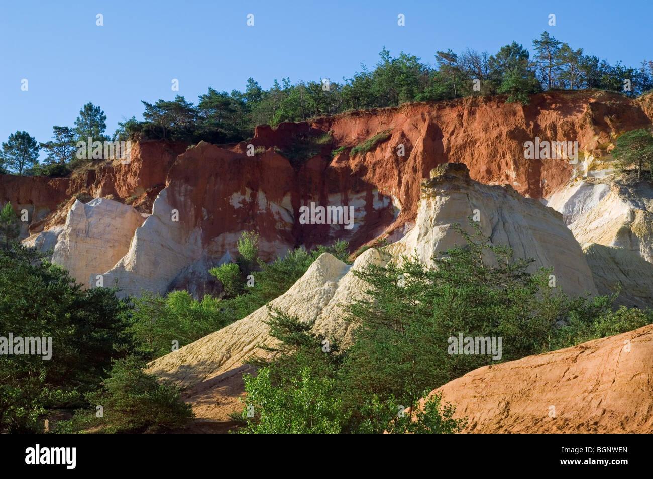 Rocks of the old ochre quarry, Colorado Provençal at Rustrel, Vaucluse, Provence-Alpes-Côte d'Azur, - Stock Image